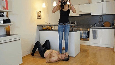 Face, head and throat trampling training