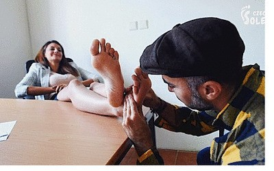 Harbor worker is allowed to worship feet of his gorgeous boss