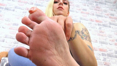 Smell her cheesy feet!