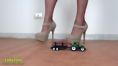 Beige décolleté with plateau crushed green tractor