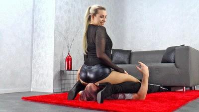 Ass worship through facesitting