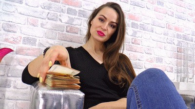 Piles of banknotes for your mistress!