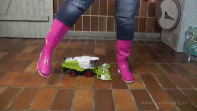 Sneakergirly Stacy - Destroy Harvester with Rubberboots