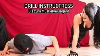 DRILL INSTRUCTRESS – Bis zum Muskelversagen!