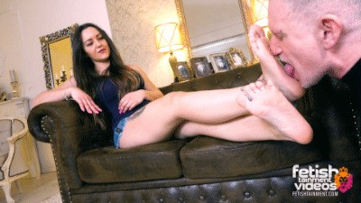 Turkish Mistress lets him worship her bare feet