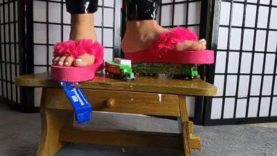 Flip Flop Modellauto Test auf der Holzbank