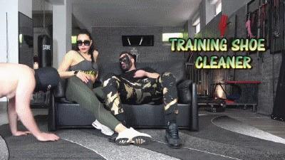 MISTRESS GAIA - TRAINING SHOE CLEANER - HD