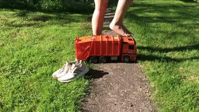 Sneakergirly Emilia - Garbage Truck Crush