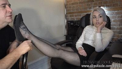 Sadie's Distracting Feet - (Full HD 1080p Version)