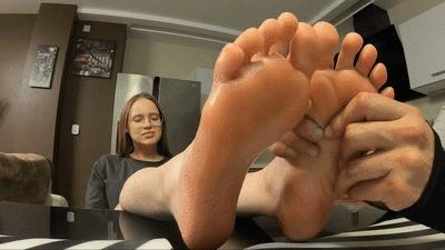 LANA - Massage my feet, I'm tired (wmv)