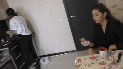 VALERIA - My personal cleaning lady and foot cleaner (wmv)