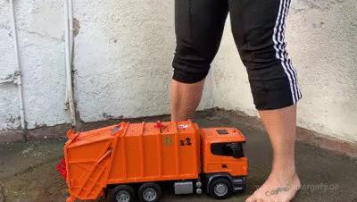 Sneakergirly Lyn - Garbage Truck Crush