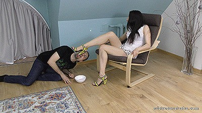 Violetta - Feeding from Heels and Toes (Full HD)