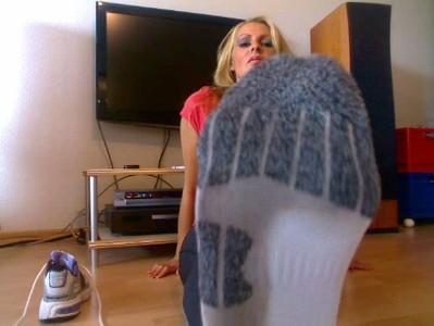 Schweißgetränkte, klebrige und stinkende Socken nach dem Sport